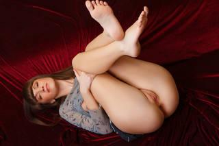 Photos de la gracieuse détendue invite Poucette
